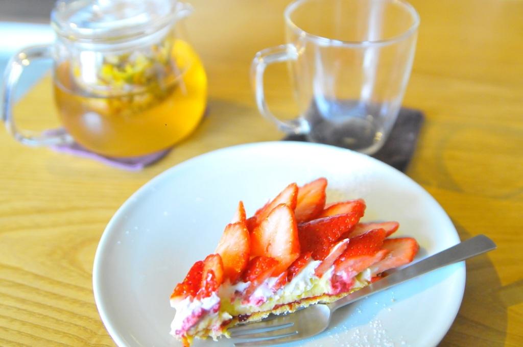 季節のイチゴタルトと柚子ハーブティー