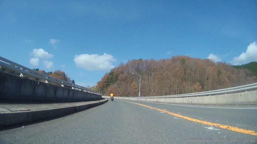 巨大なおろちループ橋をクルクルと