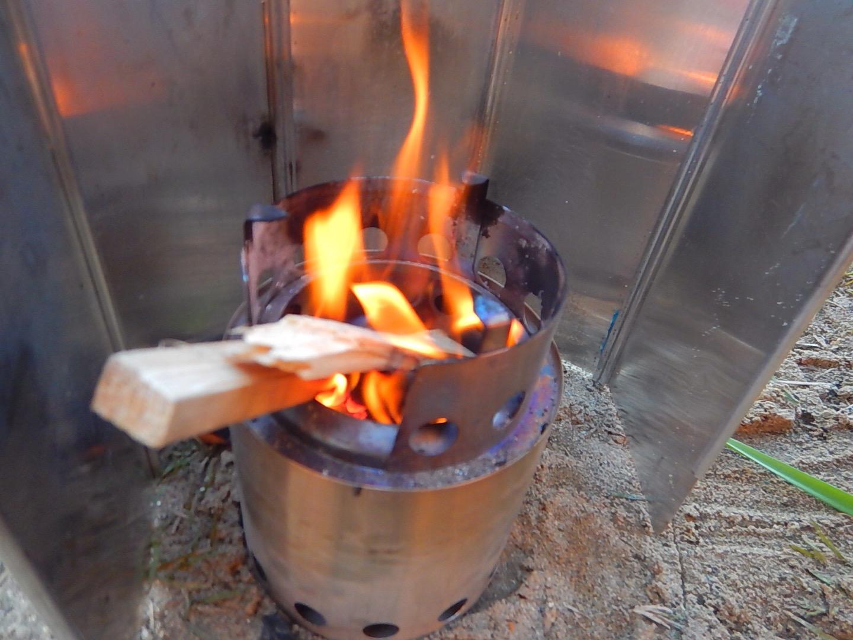solostoveに火を起こします