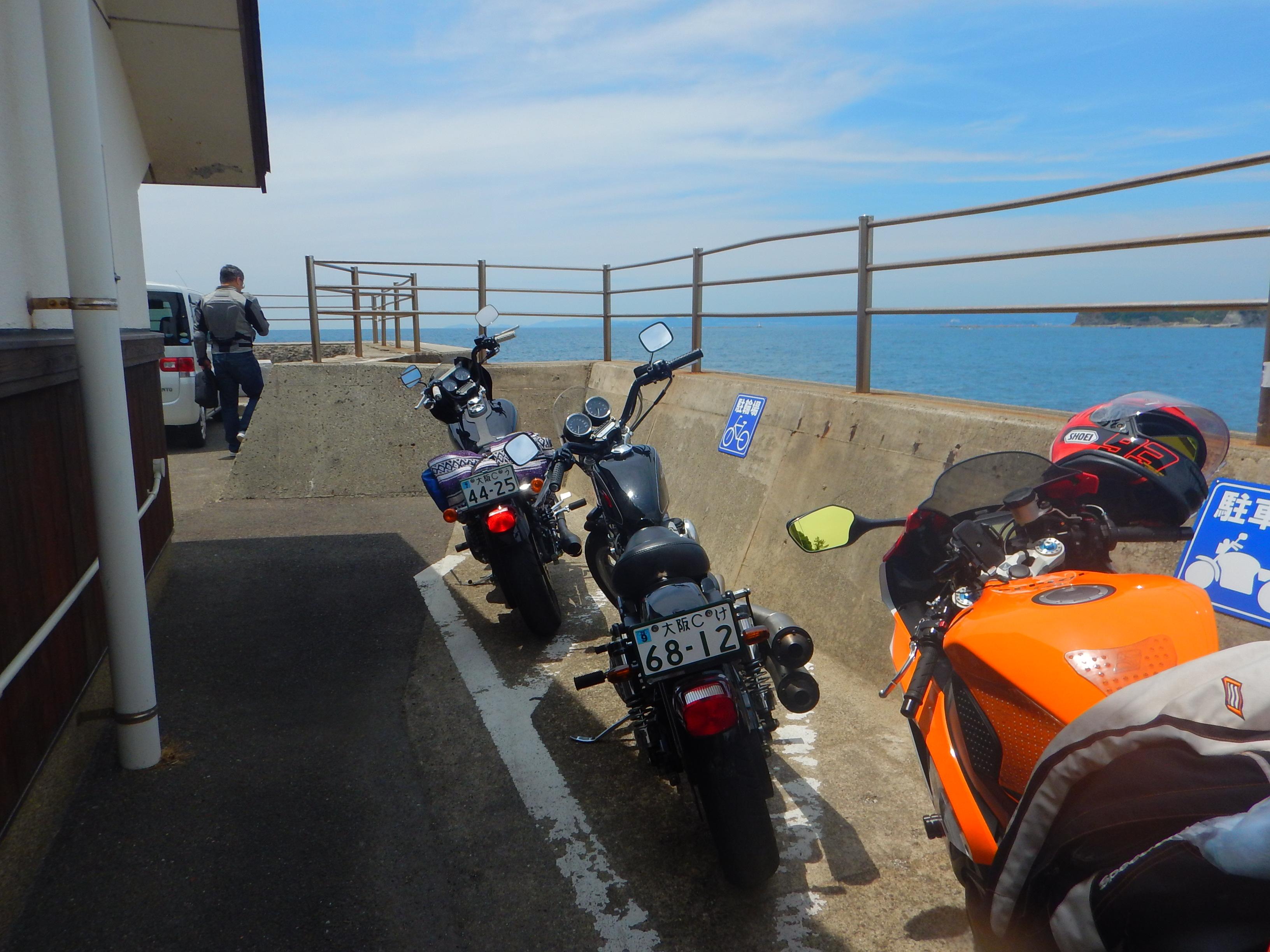 駐車場|公衆トイレ|バイク駐車場|海