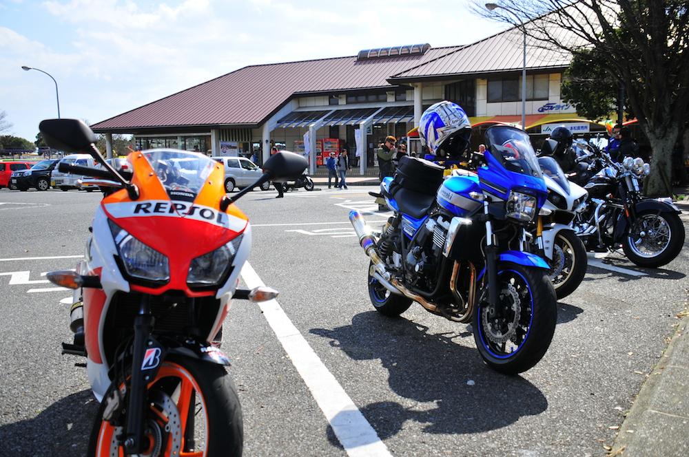 右にも左にもバイク!バイク!