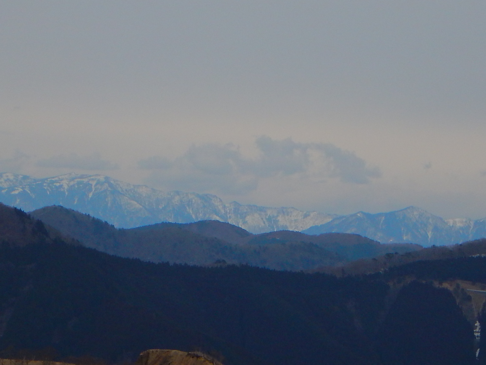 遠くの山も冠雪してる♪