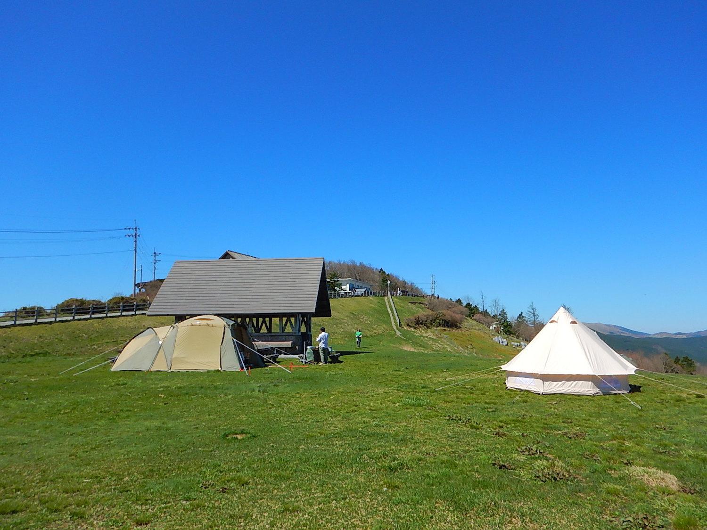 キャンプ場の炊事場(左奥)