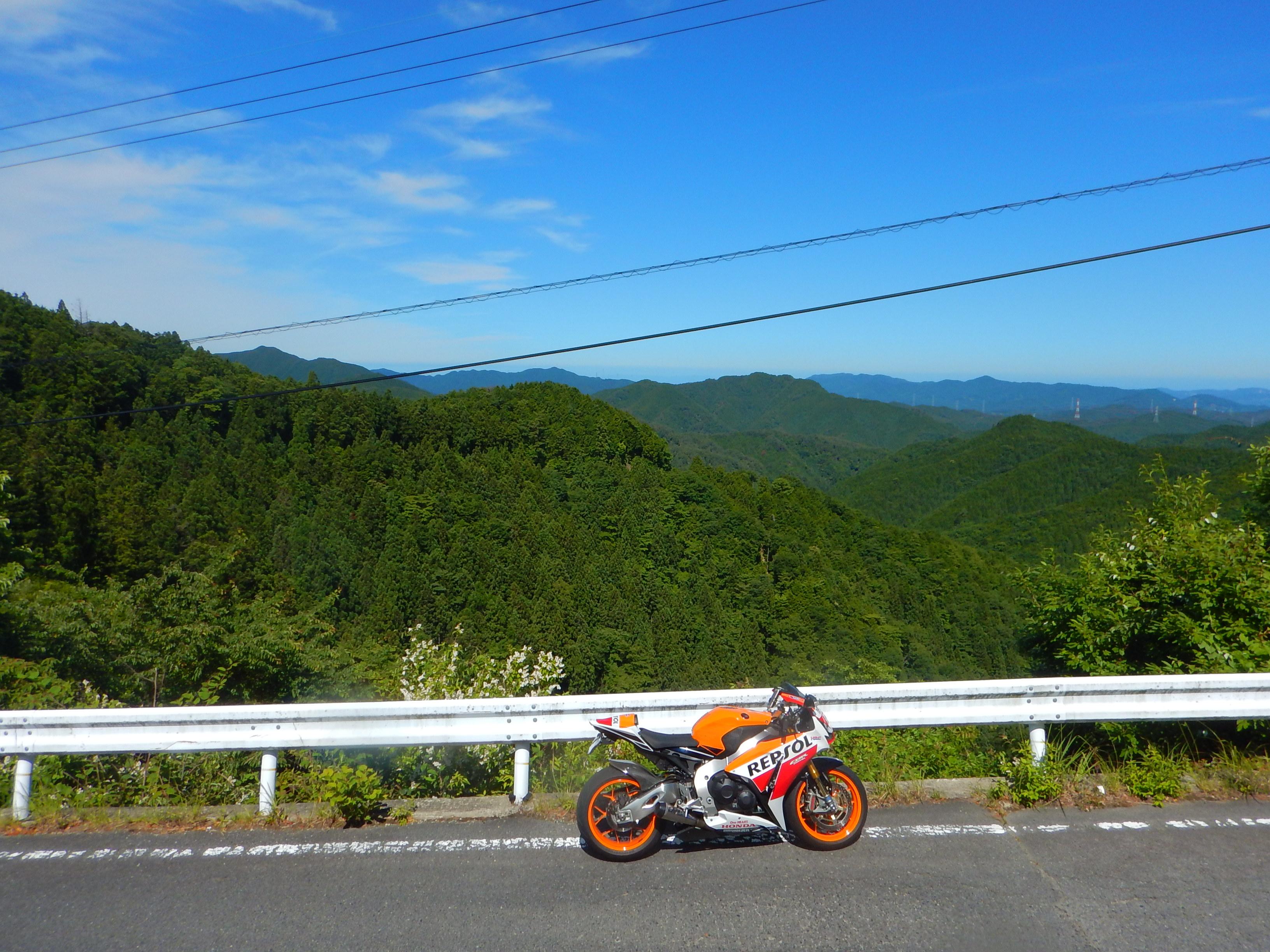 舗装林道からの絶景