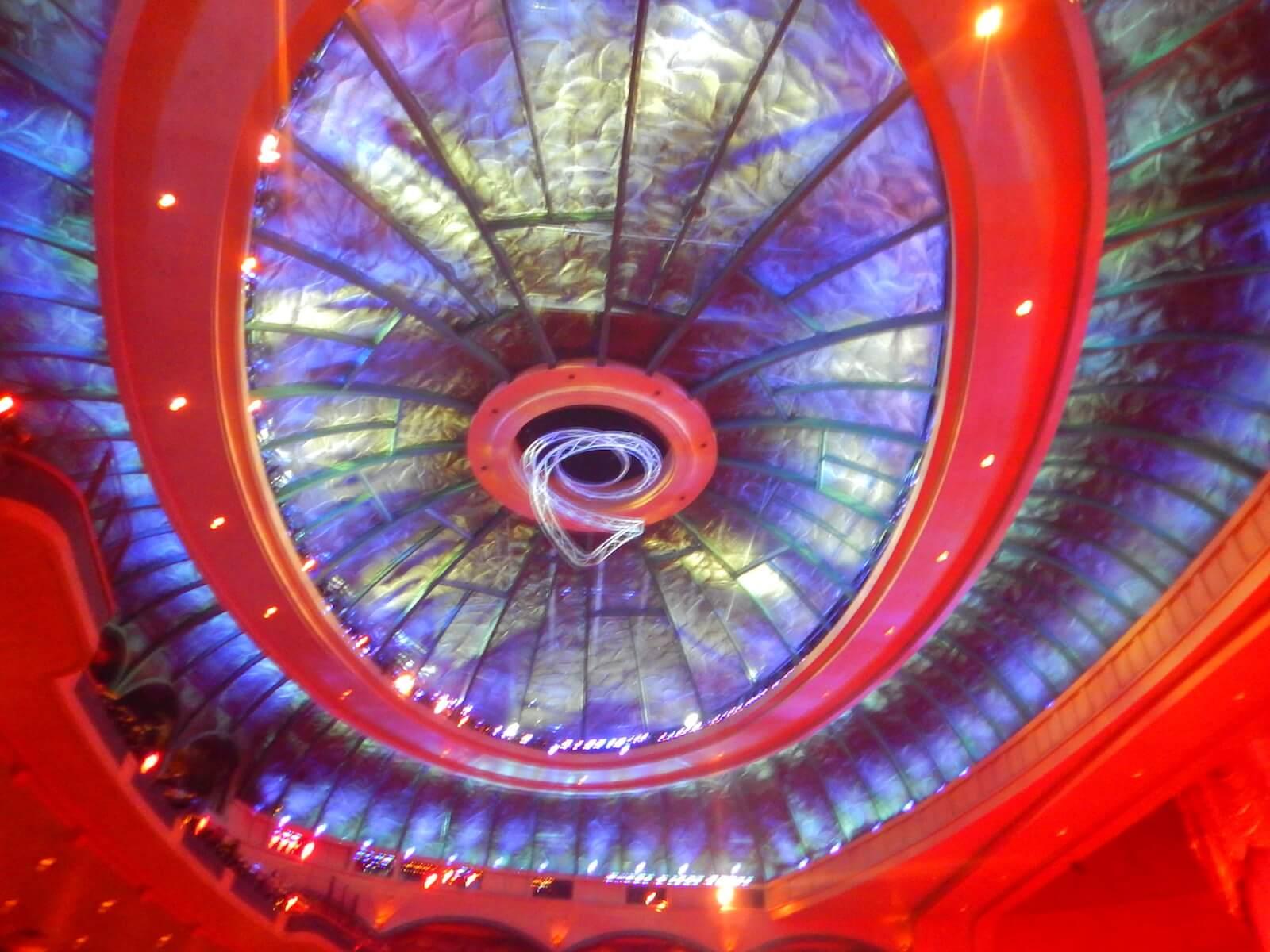 オー劇場内の天井