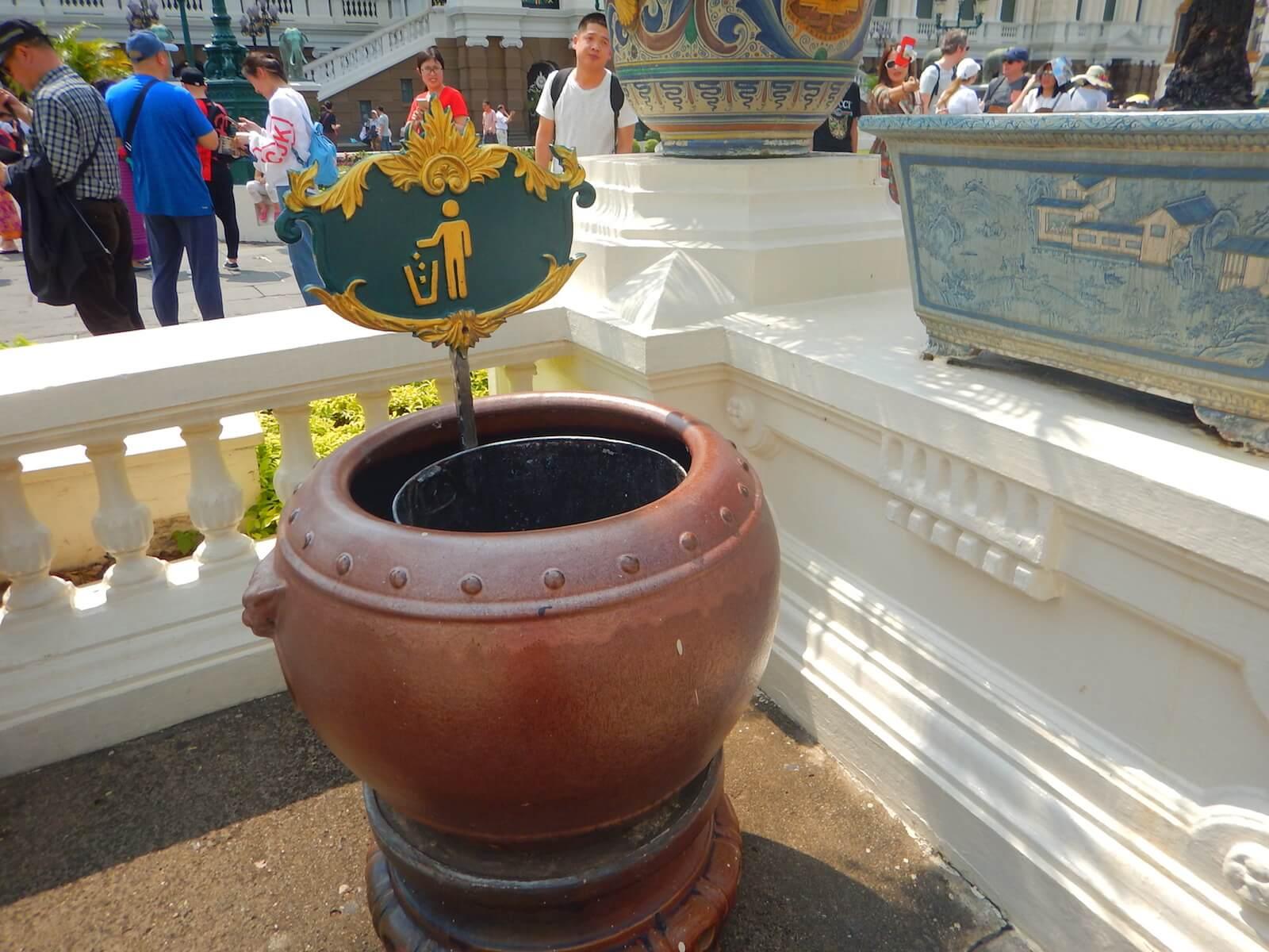 王宮のゴミ箱も尊い