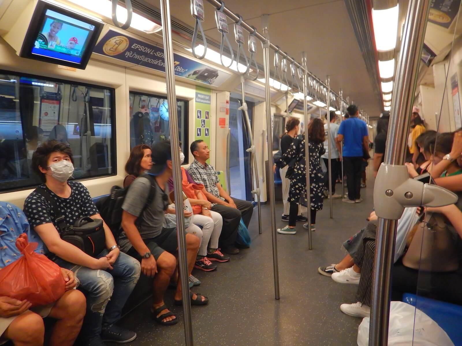地下鉄内の電車の雰囲気