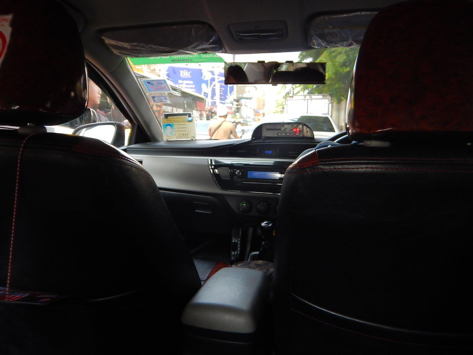 タクシーの高速料金はゲートで現金を手渡しするシステム